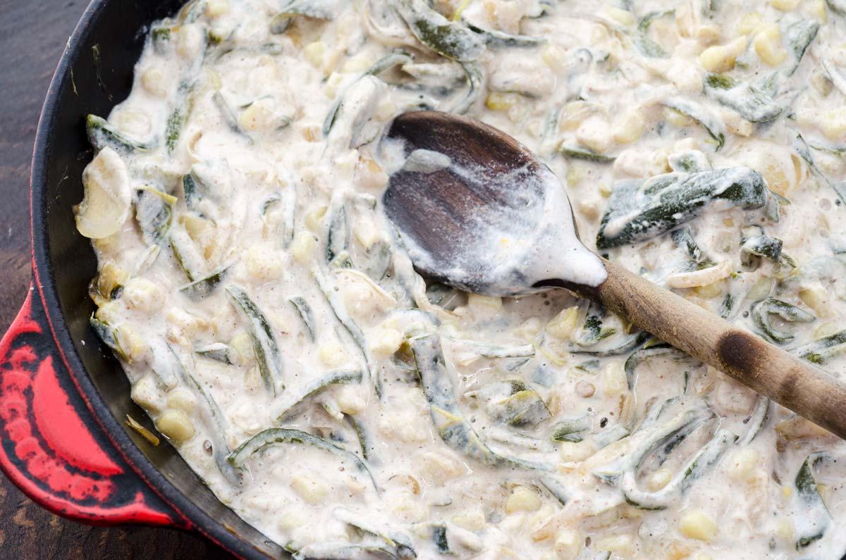 Rajas con crema es uno de los mejores platillos de la comida casera mexicana. Chiles poblanos asados, pelados y cortados en tiras son salteados con cebolla, ajo y elote.