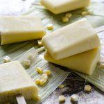 Estas paletas veganas de elote son fáciles de hacer y son un refrigerio perfecto para los días calurosos. Utilicé leche de almendras para hacerlas pero si quieres una paleta más decadente puedes usar leche de coco.