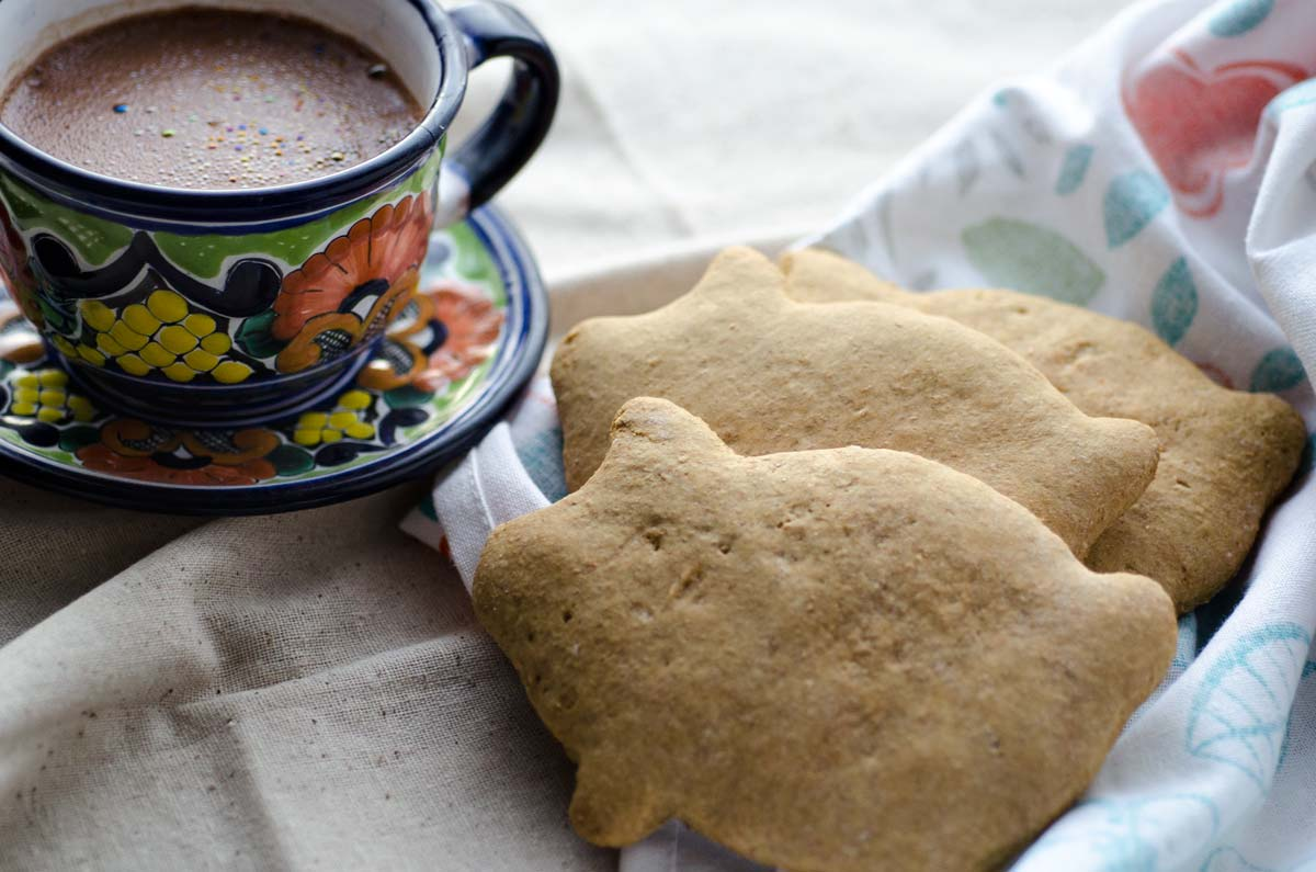 Estos marranitos de piloncillo veganos son deliciosos y fáciles de hacer y tienen los sabores clásicos de piloncillo, anís y canela.