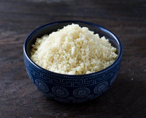 Esto queso cotija vegano está saladito y delicioso. No tiene absolutamente nada de lácteos y es fácil de hacer.