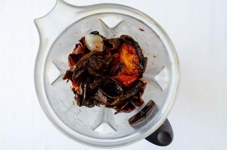 Existen varios tipos de mole pero hoy les traigo una receta de mole poblano buenísima. ¡Es vegana claro!