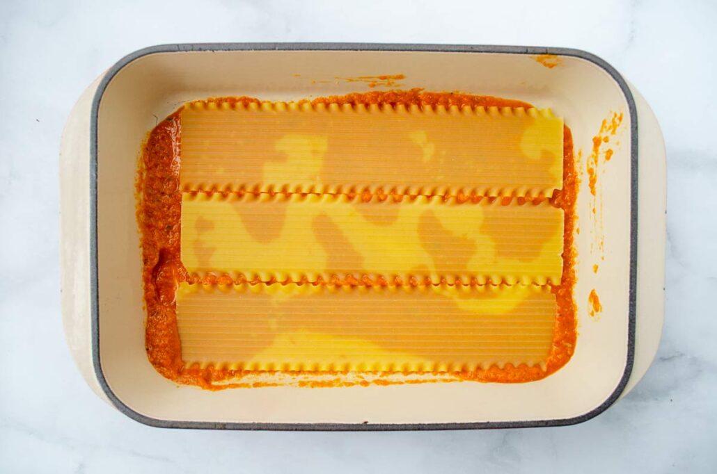 Capas de salsa y pasta