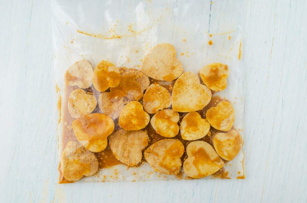 Nuggets veganos en forma de corazón. Marinados.