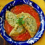 Empanadas de chaya en salsa